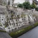 10石塀東側