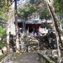 石橋と社殿