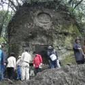 石座像石窟全景